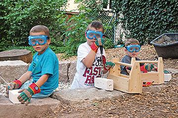 Im Garten der Kindervilla Anna Haag gibt es eine Steinwerkstatt für Kinder.