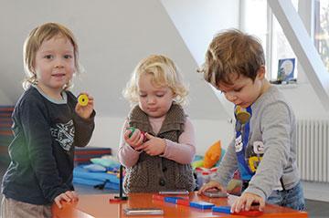 Kindliche Bildung erfolgt spielerisch - die Neugier der Kinder ist wichtig.