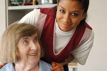 Personenorientierte Dienstleistung ist Teil der Ausbildung.