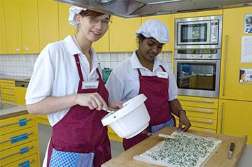 Das Ausbildungsangebot umfasst hauswirtschaftliche sowie handwerklich-technische Ausbildungsberufe.